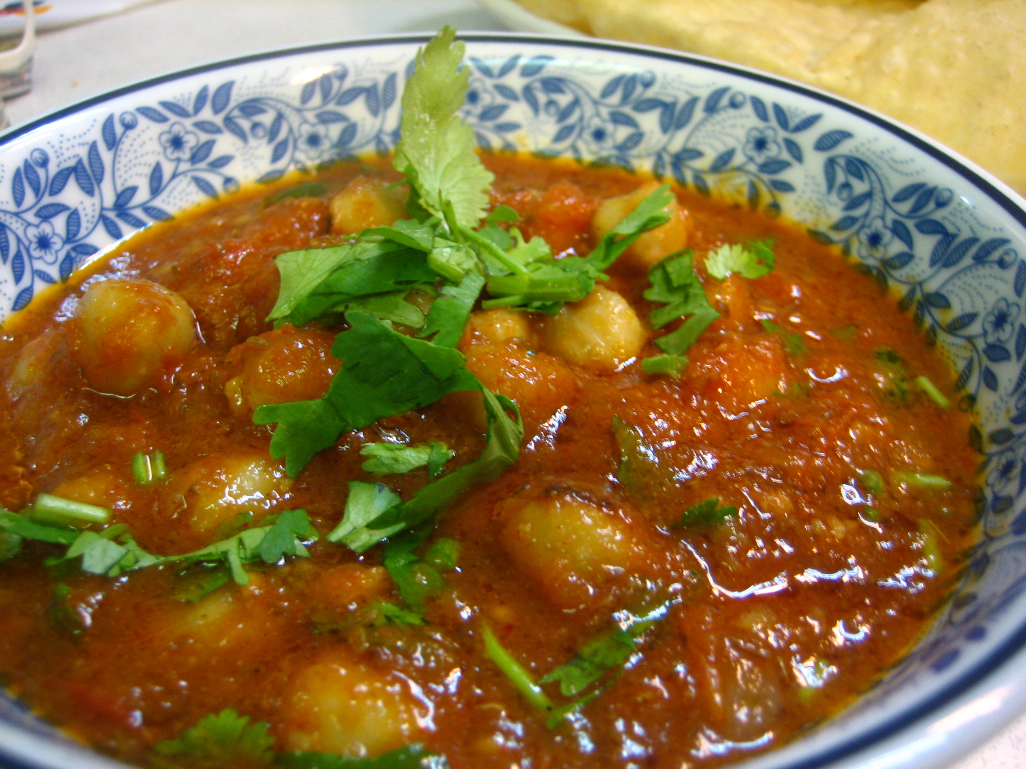 chole-with-buttra