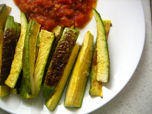 Zucchini spears with roasted tomato sauce